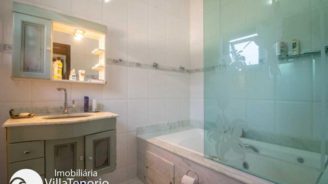 Casa-venda-centro-ubatuba-banheiro-suite-3