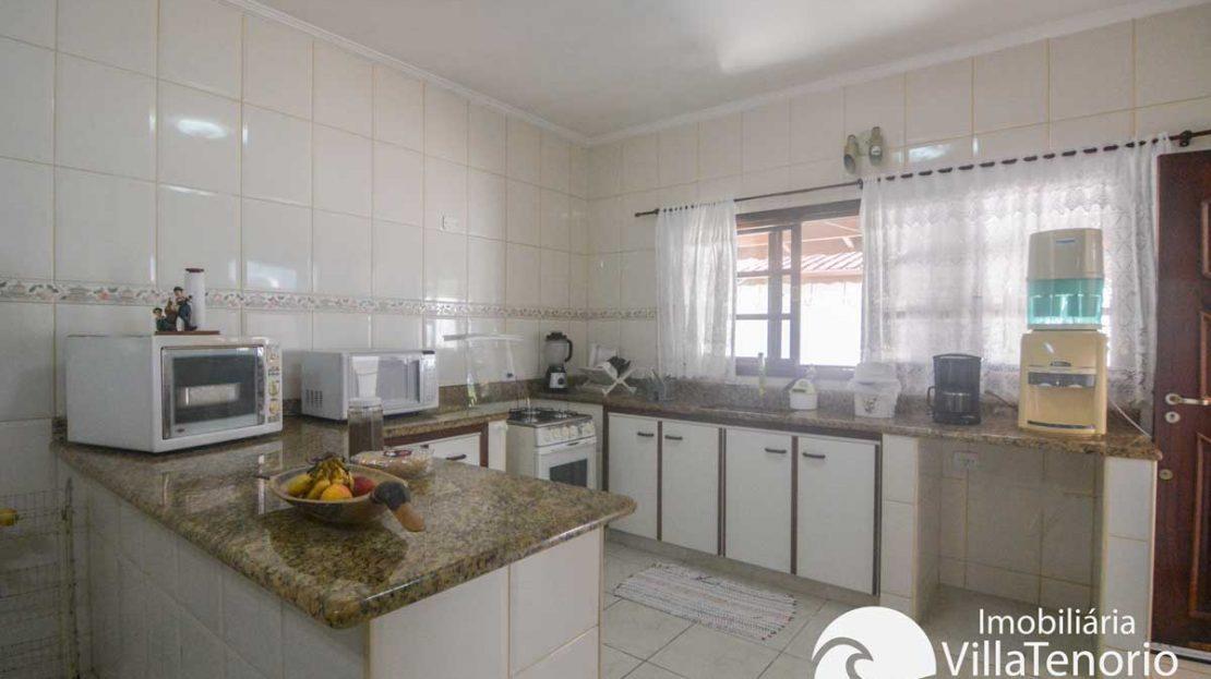 Casa-venda-centro-ubatuba-cozinha