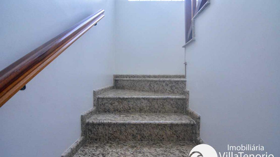 Casa-venda-centro-ubatuba-escada
