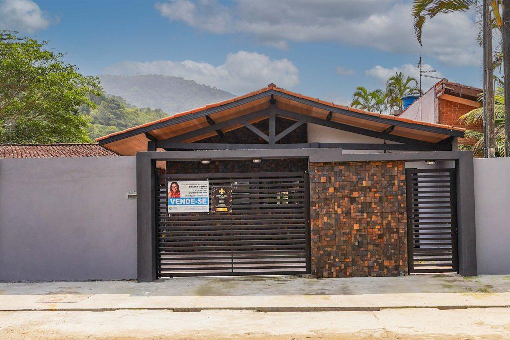 Fachada_Casa Praia das Toninhas para vender em Ubatuba