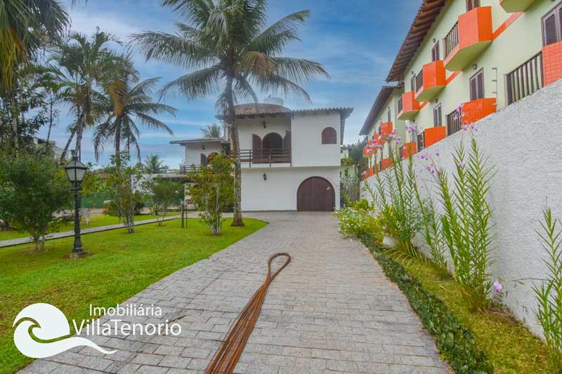Casa com quadra esportiva para vender no Saco da Ribeira em Ubatuba-SP